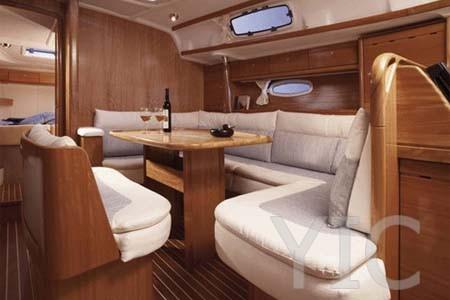 04 sailboat charter croatia bavaria 42 salon2