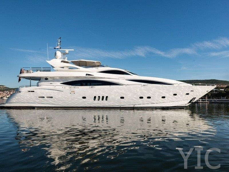 15677930867700098 luxury sailing yacht charter croatia sunseeker yacht 105 baby 01