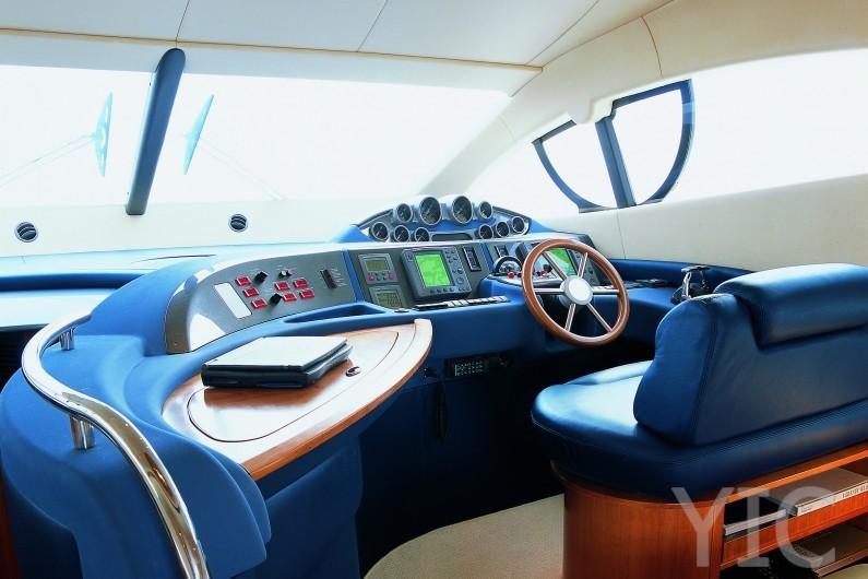 azimut yachts 50 helm station2
