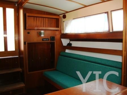coronet capitan 31 motor yacht in croatia charter on yachtsincroatia