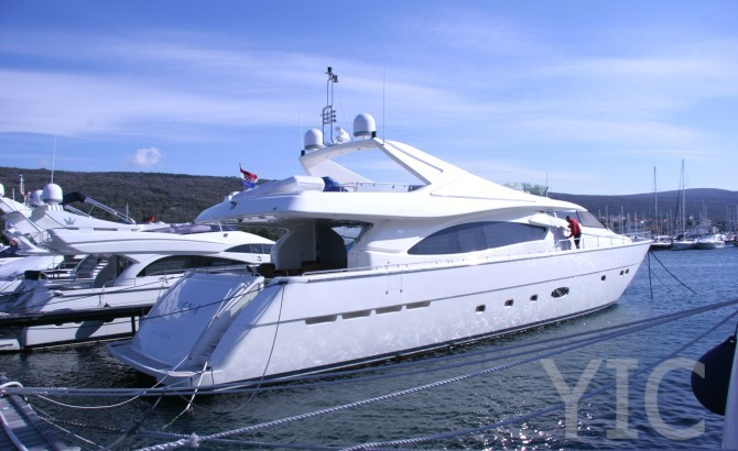 ferretti 880 luxury yacht in croatia charter on yachtsincroatia