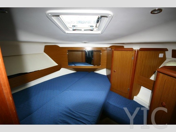 jeanneau merry fisher 925 fwd cabin