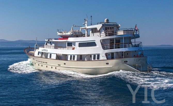 luxury cruiser luxury yacht in croatia charter on yachtsincroatia