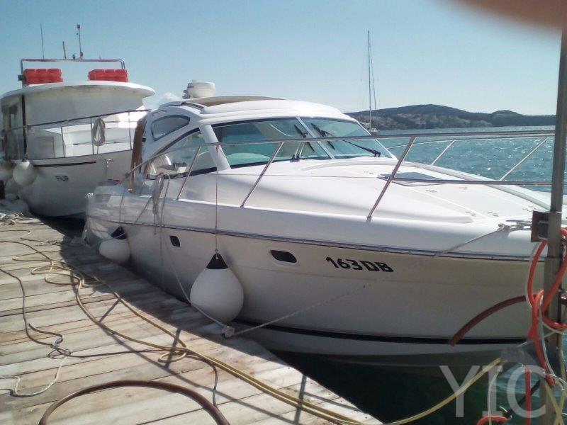 motor boat charter jeanneau prestige 34