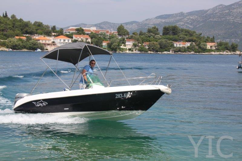 motor boat tiburon 550 charter yacht in croatia