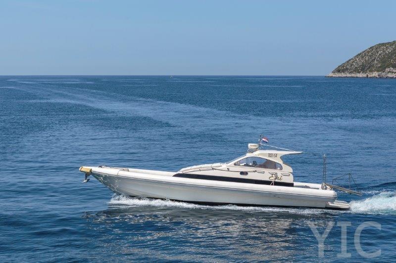 motorni brod charter