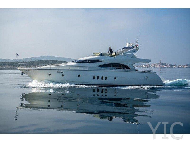 rent a yacht in murter