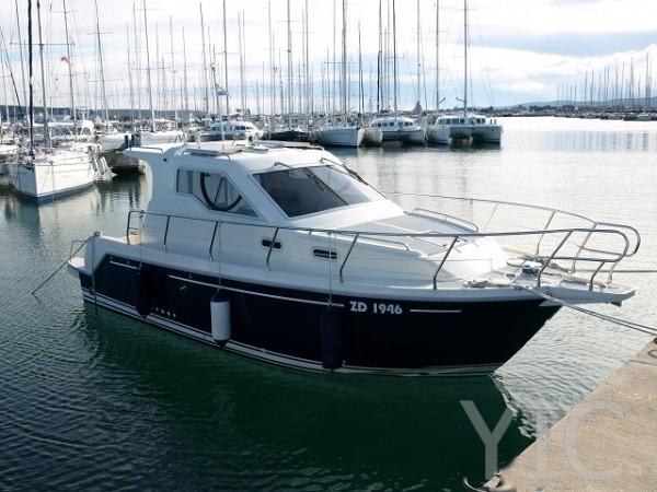vektor 950 motor yacht in croatia charter on yachtsincroatia