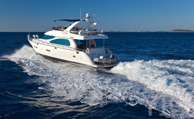 yaretti 2210 luxury yacht in croatia charter on yachtsincroatia